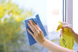 L'alcool ménager pour bien laver les vitres