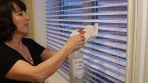 Nettoyer des stores à lamelles avec du vinaigre