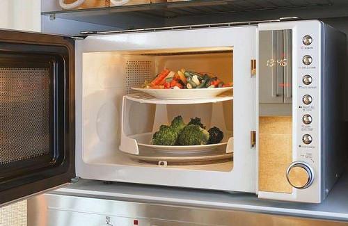 Passer au micro-ondes vos aliments est-il insalubre?