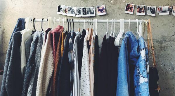 L'achat de vêtements de prêt-à-porter d'occasion peut-il être une pratique durable